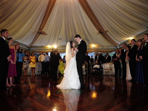 couple-dancing-canopy-roof-beth-keiser